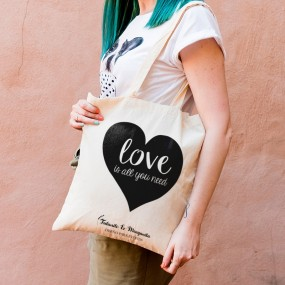 "Bolsa de tela ""LOVE is all you need"""